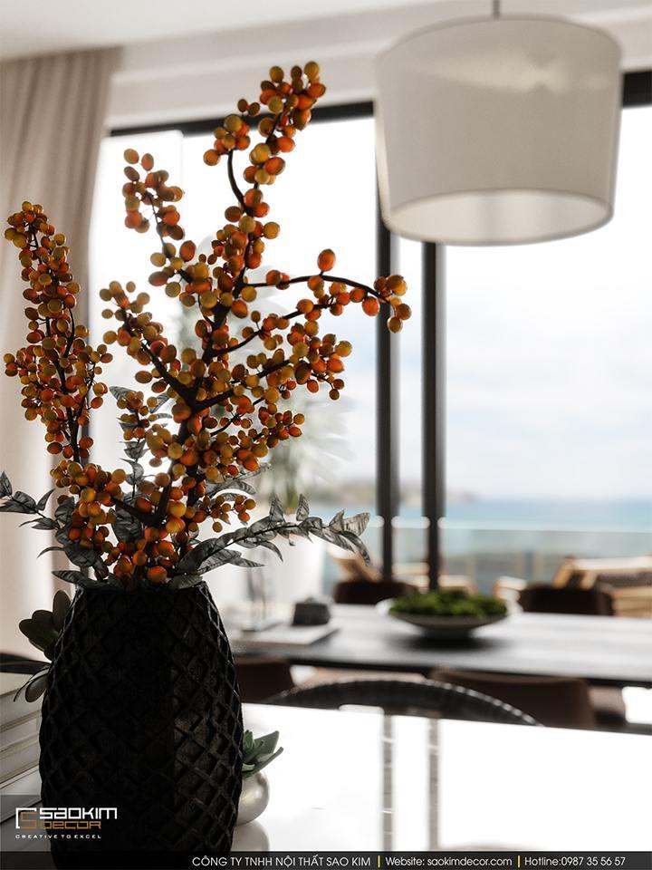 Bình hoa trang trí giúp không gian biệt thự gần biển thêm phần cuốn hút