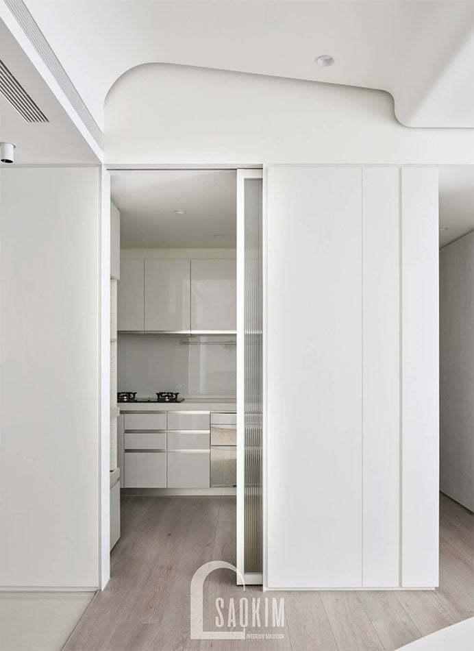 Không gian phòng bếp tối giản, hiện đại tạo cảm giác sạch sẽ, thoáng mát