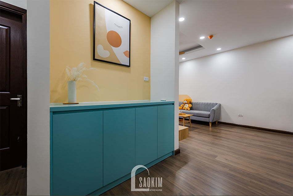 Không gian hành lang trong mẫu hoàn thiện thi công căn hộ Nam Trung Yên mang đậm phong cách Color Block