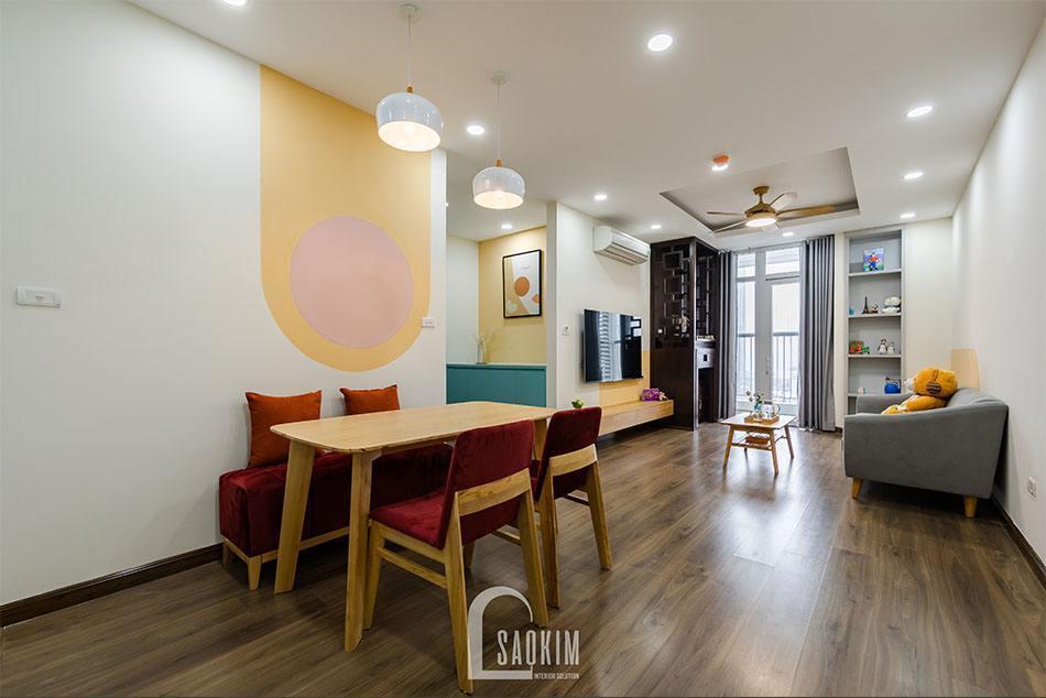 Phòng ăn liên thông với phòng khách mang đến không gian sinh hoạt chung rộng thoáng, tiện nghi