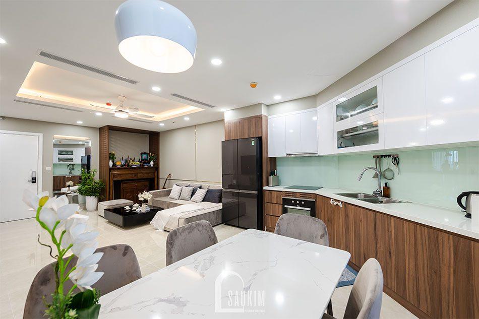 Không gian mở giữa phòng khách và bếp giúp nơi đây thêm phần rộng thoáng